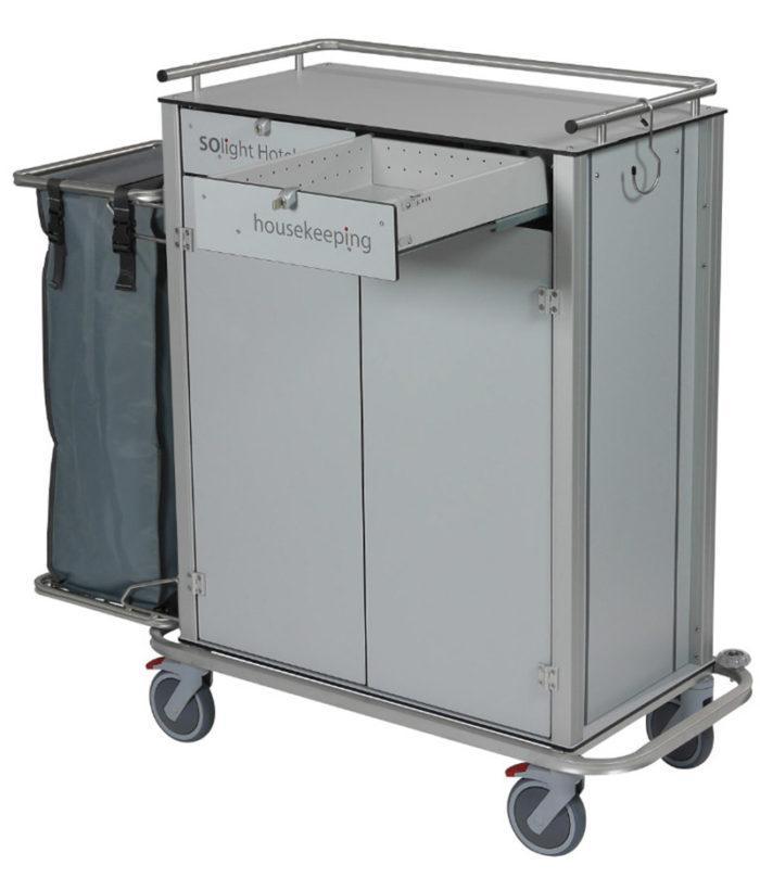 Wozek hotelowy housekeeping Easy2 z szufladami drzwiczkami i workiem 700x809 - Wózek hotelowy housekeeping Easy 2